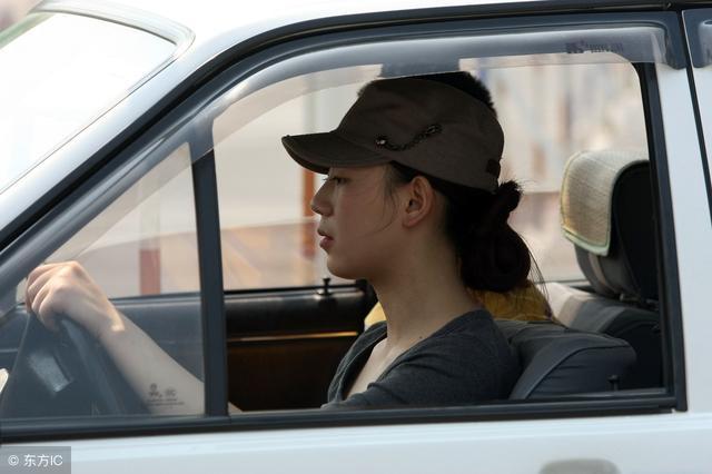 无人驾驶以后将普及出租车?网友:终于不用大夏天的去考驾照了!爽
