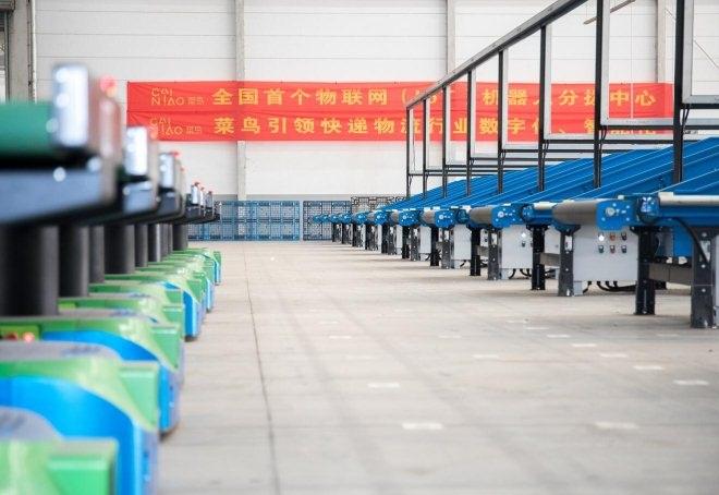 菜鸟在南京启用全国首个物联网机器人分拨中心.jpg
