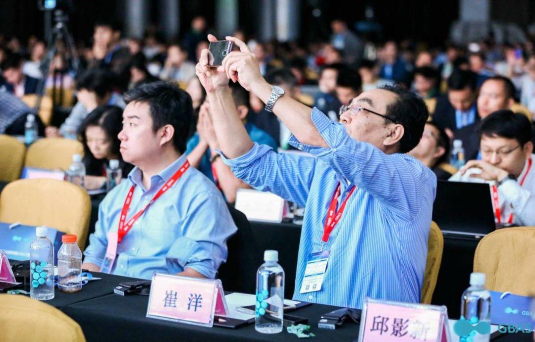 专业峰会    全球顶尖院士科学家们,将如何解读AI与IoT?