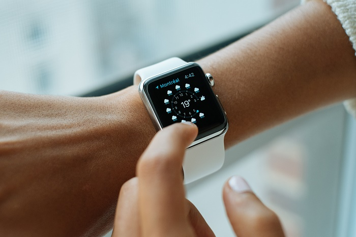 mobile-watch-hand-screen-apple-technology-714160-pxhere.com.jpg
