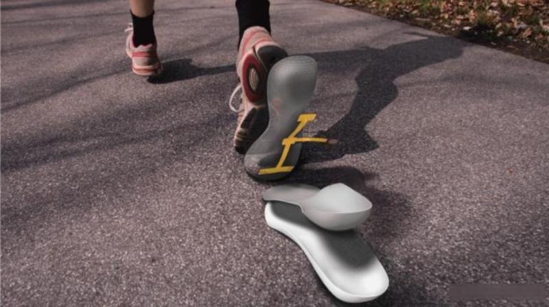 鞋内传感器和移动机器人可以帮助老年人保持活跃
