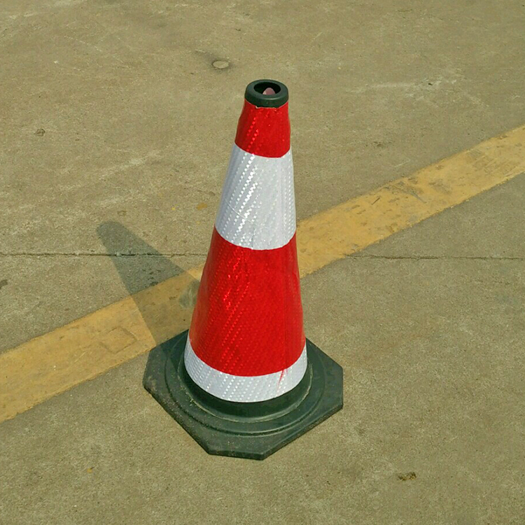 四海廠家直銷 橡膠路錐 提環方錐 道路防撞錐活動價歡迎來電咨詢